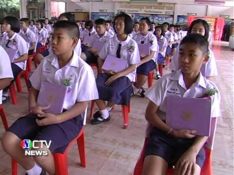 หนองคาย - โรงเรียนอนุบาลดารณีท่าบ่อ มอบใบ ปพ.1แก่นักเรียนท่ีเรียนจบการศึกษา ปีการศึกษา 2556