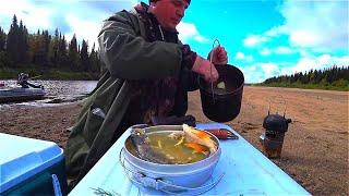 Летняя рыбалка на ТРОФЕЙНЫХ ЩУК и ГОРБАТЫХ ОКУНЕЙ. Готовим УХУ на турбопечке. Полная версия.