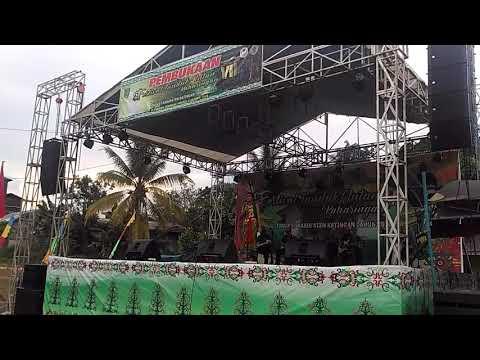 Juara 1 Karungut Dewasa Putri Di Festival Tandak (siska)