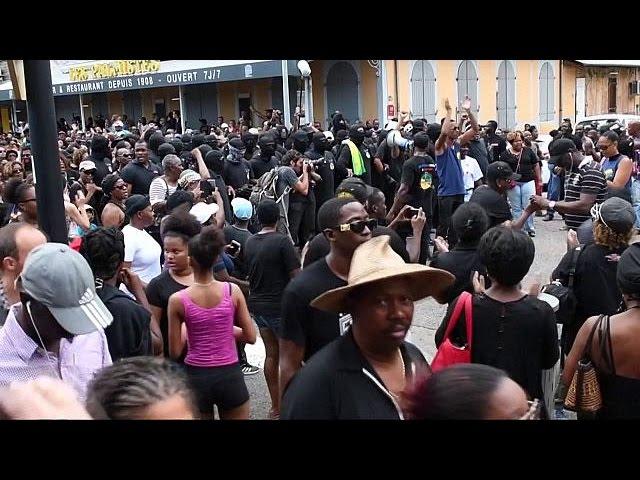 Президент Франции призывает жителей Гвианы прекратить забастовку