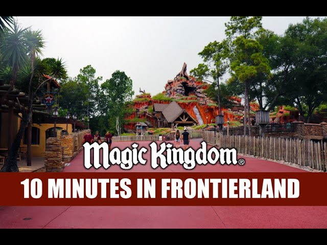 Disney's Magic Kingdom 10 Minutes In Frontierland - Starting To Rain - Walt Disney World Crowds
