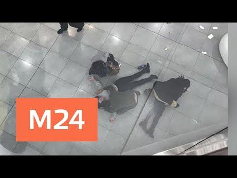 Смотреть Упавшая с четвертого этажа торгового центра женщина погибла - Москва 24 онлайн