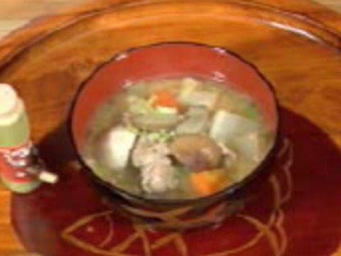How to Make Tonjiru (Japanese Pork and Vegetable Miso Soup Recipe ...
