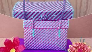 Bolsas Artesanales Tipo loncheras, de palma sintetica lisa y suave.