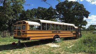 Compra un autobús escolar por $2,200 y lo transforma en esta increíble casa