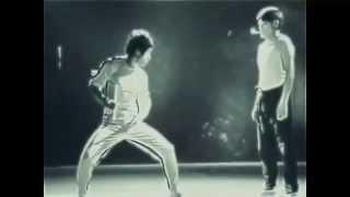 Сверх возможности Брюса Ли (Bruce Lee)(Способности Брюс Ли до сих пор поражают современников. На кадрах хорошо видно что повторить такое вряд..., 2014-04-06T19:31:37.000Z)