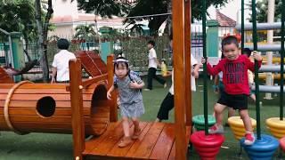 Hai Khỉ Con Chơi tại khuôn viên trường | Gia Đình Lý Hải Minh Hà