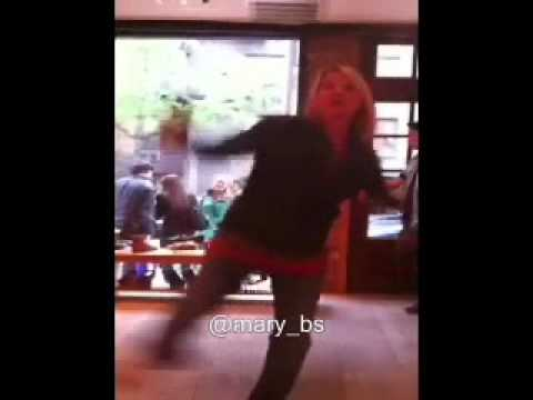 Laurel Holloman  Havin Fun in NYC Mary_bs
