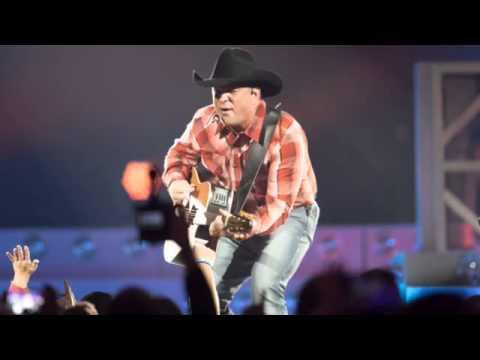 Concert Recap: Garth Brooks at BMO Harris Bradley Center