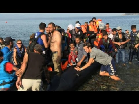 Thousands of new migrants land on Greece's Lesbos