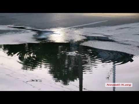 Видео 'Новости-N': В центре Николаеве третьи сутки бьет «канализационный фонтан»