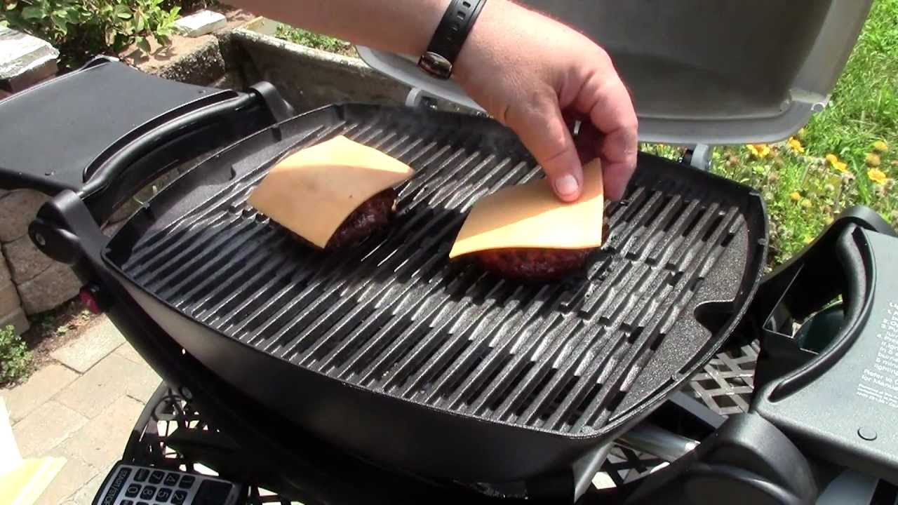 review weber q 120 portable gas grill youtube. Black Bedroom Furniture Sets. Home Design Ideas