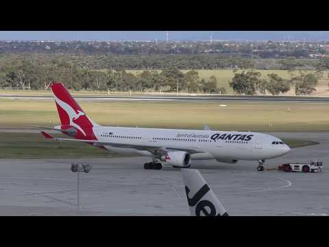 50 minutes of T4 Plane Spotting Melbourne Airport