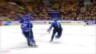 Suomi | Pikkuleijonat - Tie Maailmanmestareiksi 2014 | Poika saunoo (HD)
