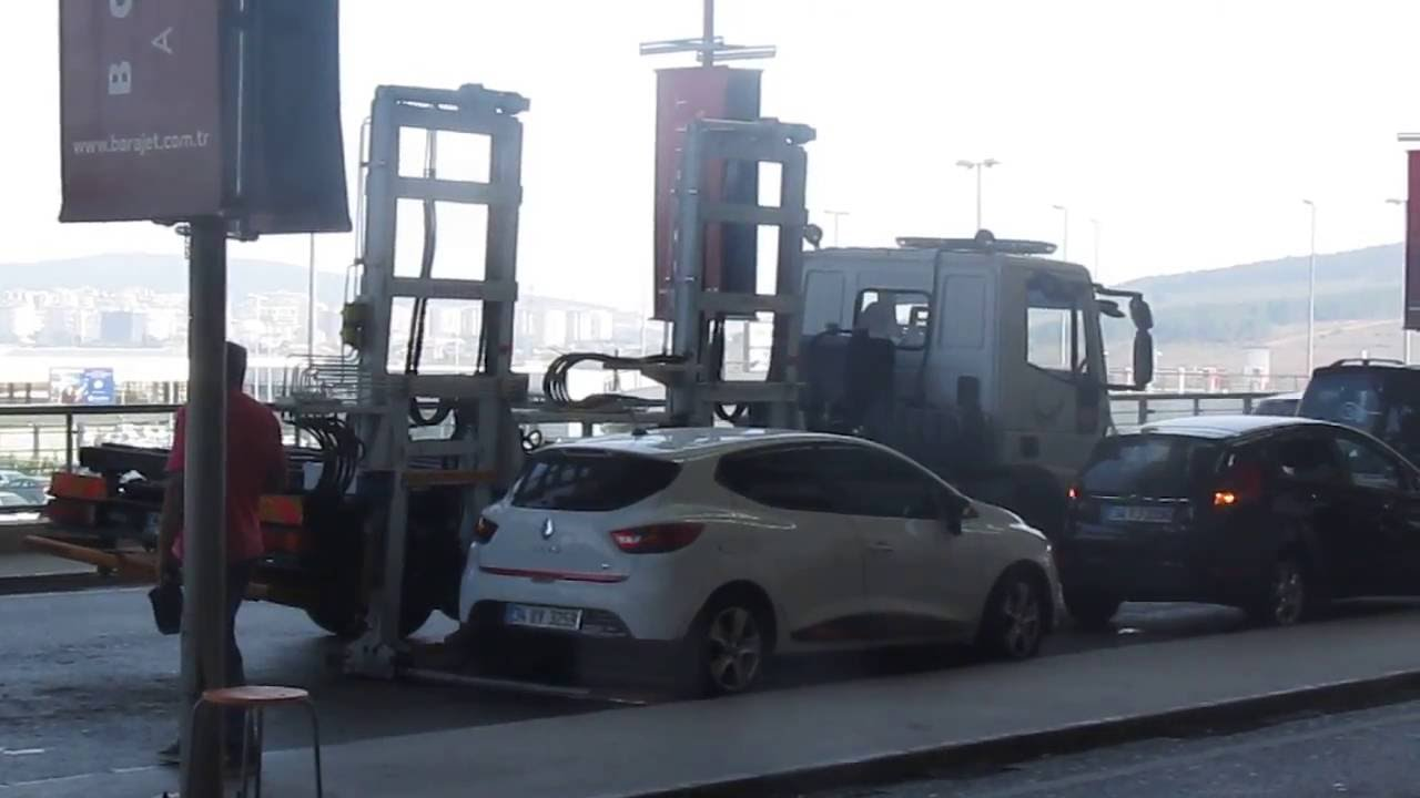 u_chinsyu 【動画】トルコのレッカー移動がすごい わずか40秒でレッカー車の上に