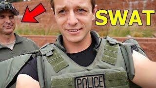 Americká POLICEJNÍ STANICE a VÝBAVA SWAT a POLICIE v Kalifornii