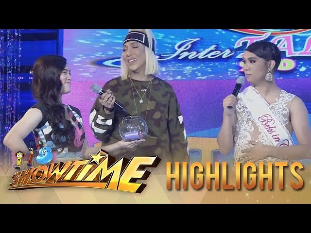 It's Showtime Miss Q & A: Vice Ganda introduces Ate Girl as his girlfriend