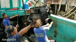 Lấy kube cẩu máy,dưới tàu biển, và dùng tàu kéo trở máy về kho.