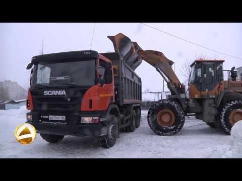 В Мегионе продолжается уборка снега