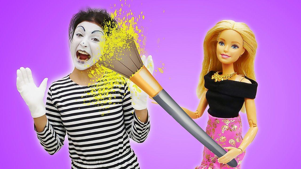 Barbie giyim oyunu! Palyaço Barbie'yi buz gibi suyla uyandırıyor!