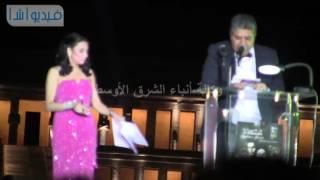بالفيديو : السينارست سيد فؤاد يرحب بالسينمائيين الأفارقة من أمام معبد حتشبسوت
