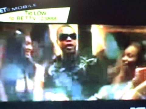 LOW flo rida ft. T-Pain(OFFICIAL MUSIC VIDEO)