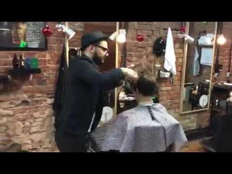 Никиту Киоссе подстригают . Так БЫСТРО.