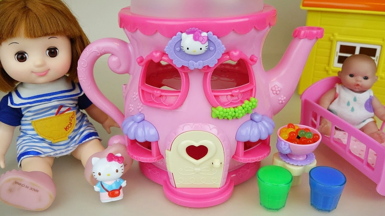 04a005a8db Baby doll and Hello Kitty kettle house toys play - YouTube
