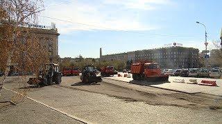 У здания волгоградского Главпочтамта начался дорожный ремонт