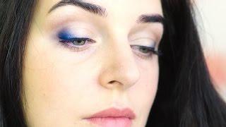 как сделать макияж под синее платье