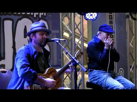 """Chris Gill & Fingers Taylor: """"Little Red Rooster"""""""