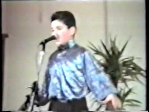 10 Year old Elie Berberian sings Hayer Miatsek (Gusan Haygazoun)