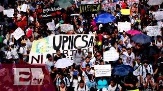 Marcha de estudiantes del IPN hacia Gobernación/ Entre Mujeres