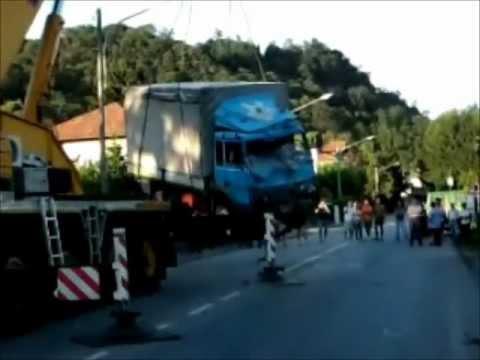 incidente a cittiglio crash camion