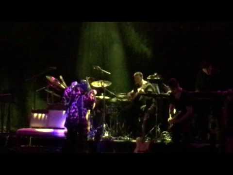 Lauryn Hill - Feeling Good (Cy Grant/Nina Simone cover) Live in Atlanta