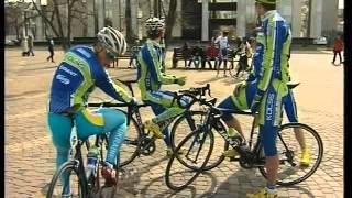 Cтарт Международной велогонки Гран-при Сочи(В среду, 4 апреля, с Пушкинской площади отправятся в многодневную гонку 144 велосипедиста из 24 команд, что..., 2012-04-05T07:45:17.000Z)