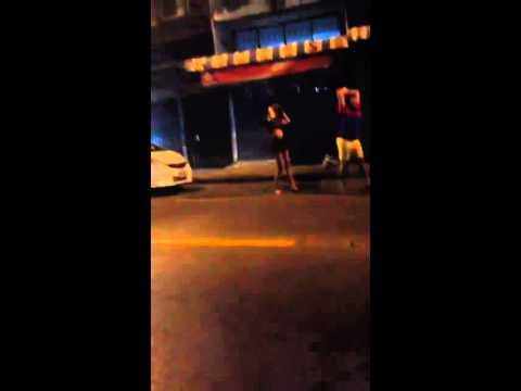 เจอคนบ้าข้างถนน น่ากัวมาก!!!!!!