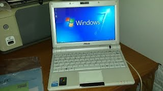 Asus EEE PC 900 running Windows 7 Ultimate Lite version
