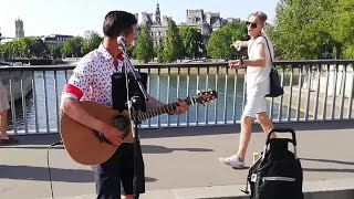 A busker sings Queen, when suddenly a passerby begins to dance | Roman Roses