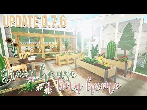 NEW BLOXBURG UPDATE | Review + Build: Greenhouse/Tiny Home