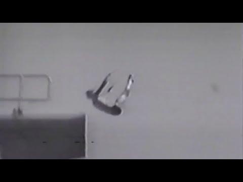 dreng slår hovedet fra 10 meter..