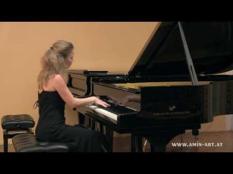 "Anna Fedorova plays Skriabin ""Etude op. 42 No. 5"""