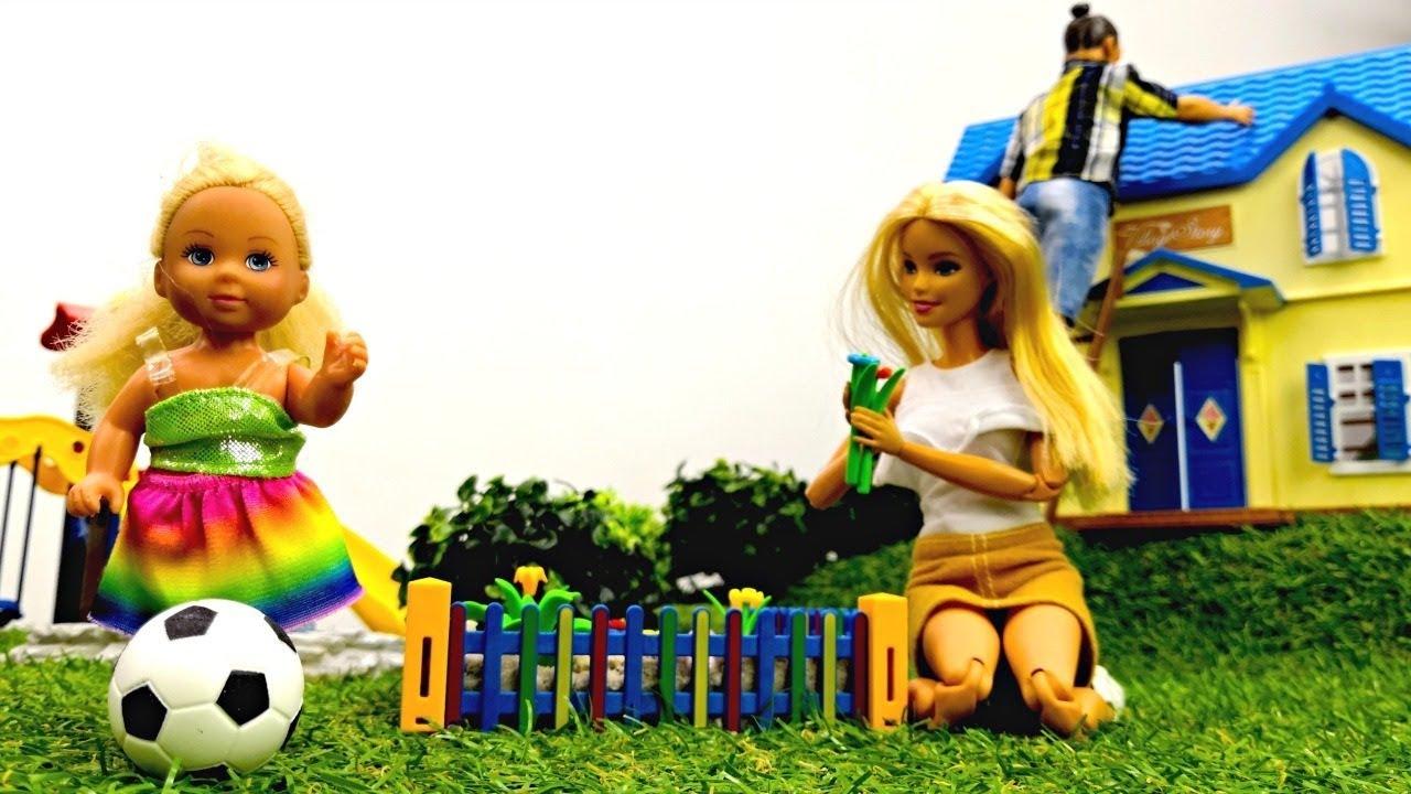 Семья Барби на даче: Штеффи играет, Барби и Кен - работают ...