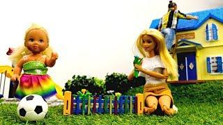 Семья Барби на даче: Штеффи играет, Барби и Кен - работают. Мультики с куклами