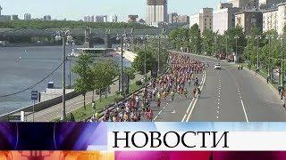Почти 20 тысяч человек из 50 стран приняли участие в Московском полумарафоне.