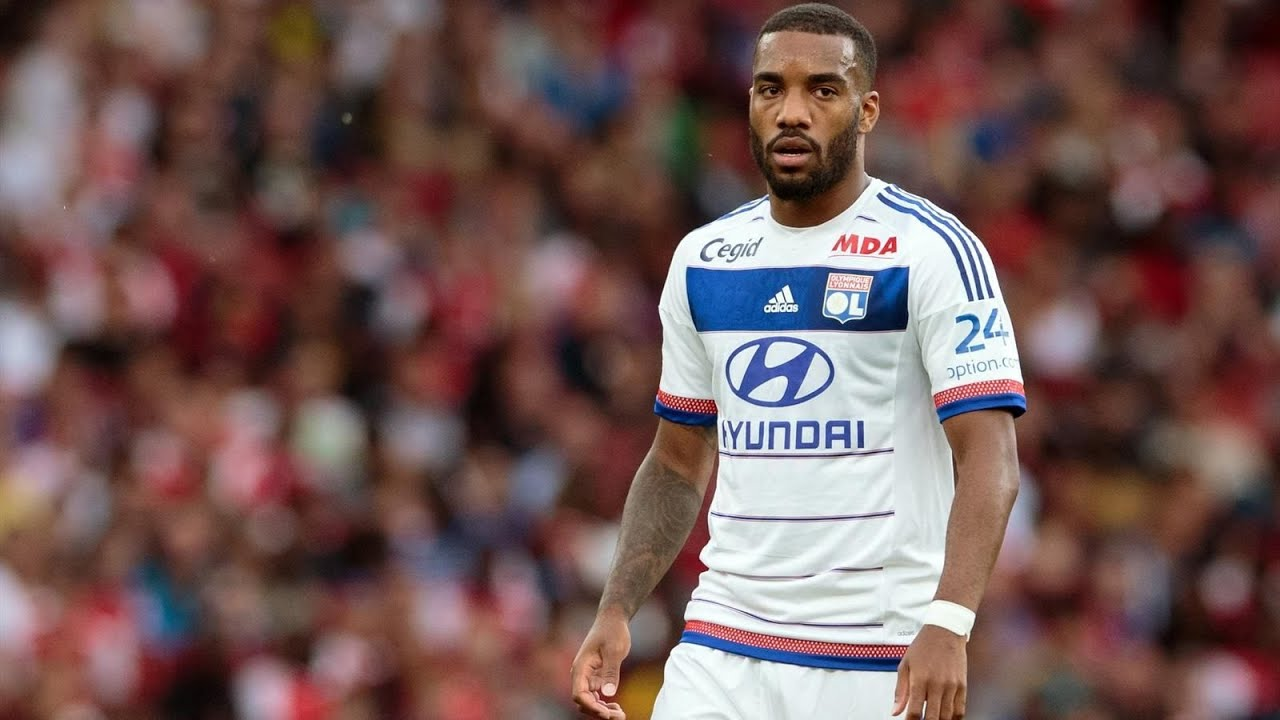Club official confirms news on Lacazette's Arsenal transfer
