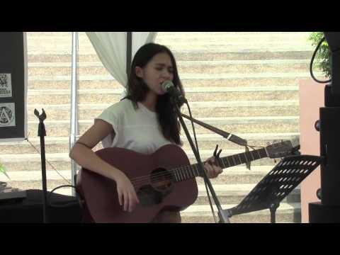 Clara Benin - Smile (live at UP Town Center)