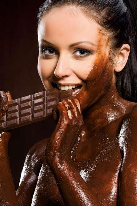эротическое фото девушка обмазана тортом