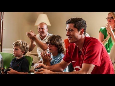 Ambasador FIFA 14 - Robert Lewandowski z wizytą u fanów FIFY