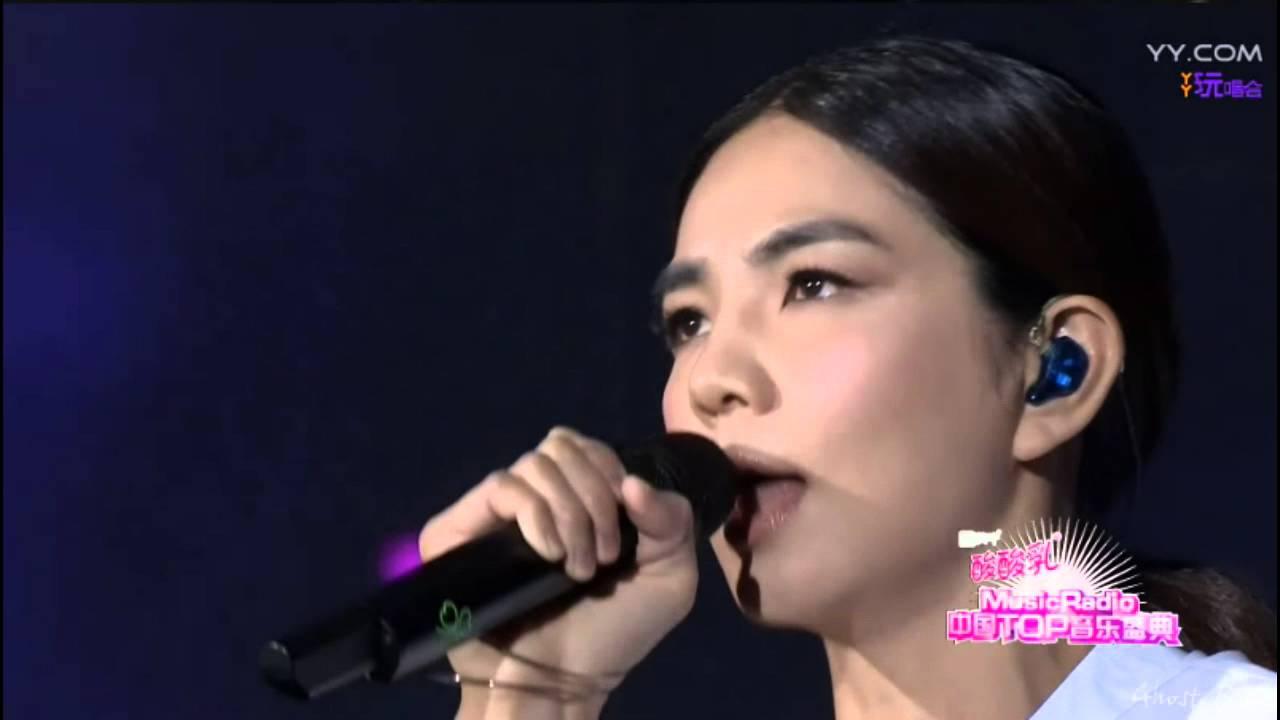 Ella - 想念自己 + 信愛成癮 @ Music Radio 中國Top音樂盛典2016 [Ghost.R.C] - YouTube
